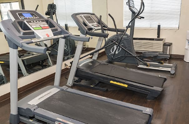 Treadmills and elliptical machine in Byron Georgia national brand hotel gym
