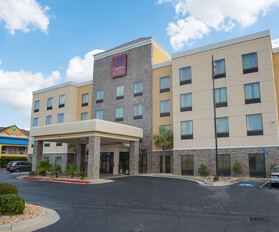 Front view of Comfort Suites hotel in Byron Georgia